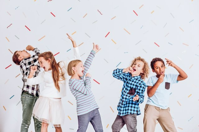 Los niños ruidosos pueden perturbar la paz de otros si no se remedia.
