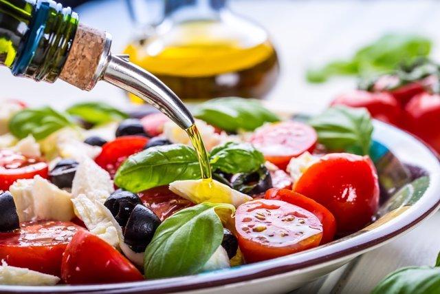 La alimentación no solo debe vigilarse para controlar el peso.