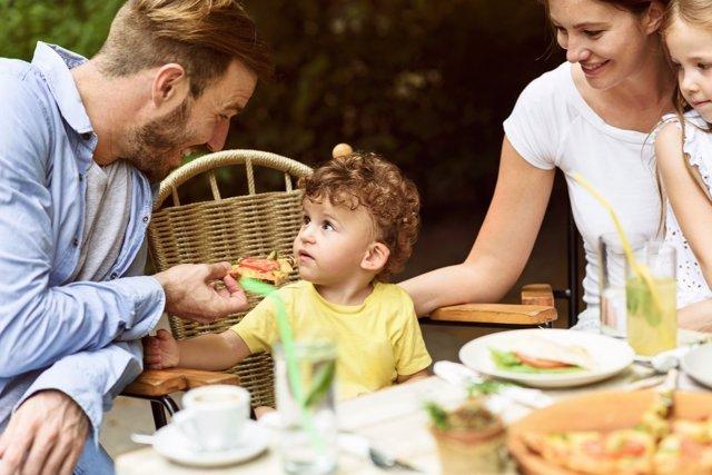 La ballata de la comida con los niños