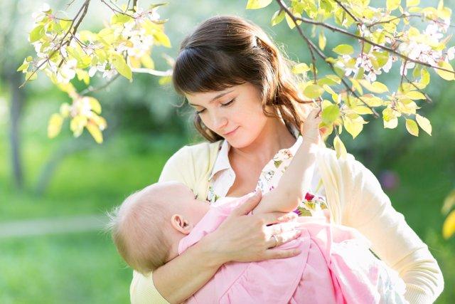 ¿Debe Recibir Siempre La Misma Cantidad De Leche Materna El Bebé?