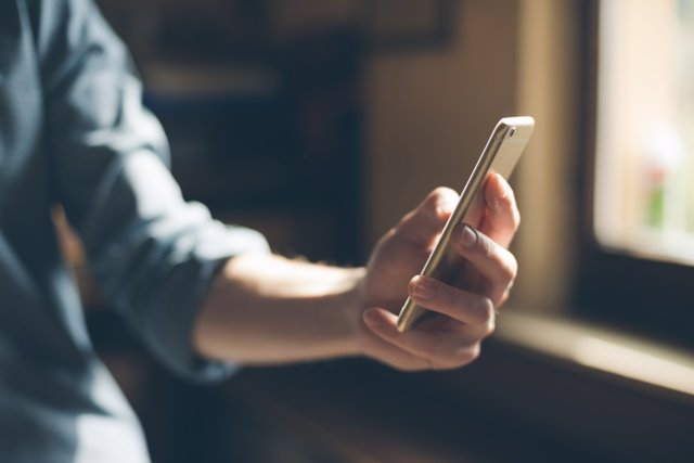 Preocupa la cantidad de jóvenes que practica el sexting.