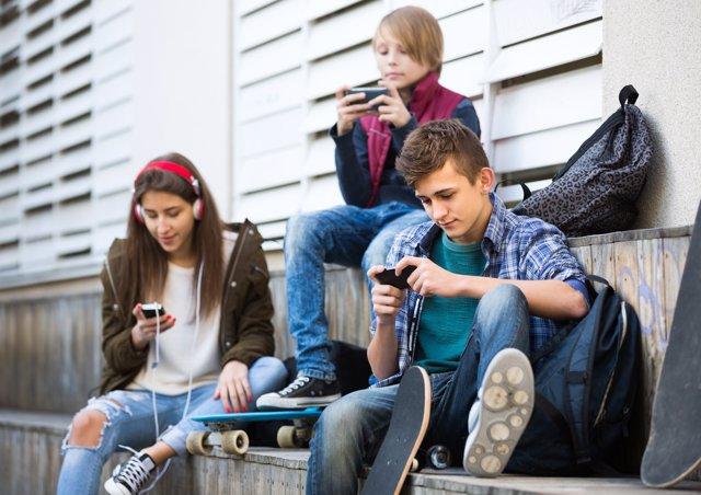 Las vacaciones pueden ser perfectas para reducir el consumo de los moviles.