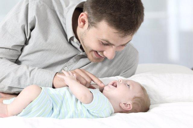Hablar con los niños favorece el desarrollo de su lenguaje.