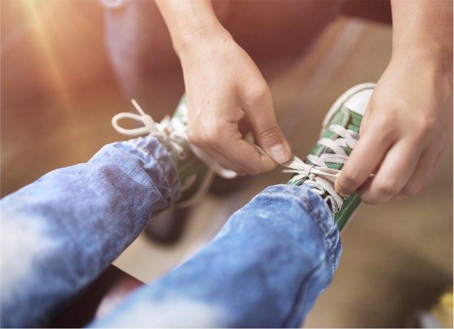 El calzado en niños en ocasiones puede causar dolor.