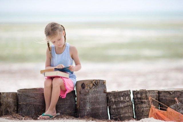 Leer en verano se traduce en ventajas durante el curso escolar.