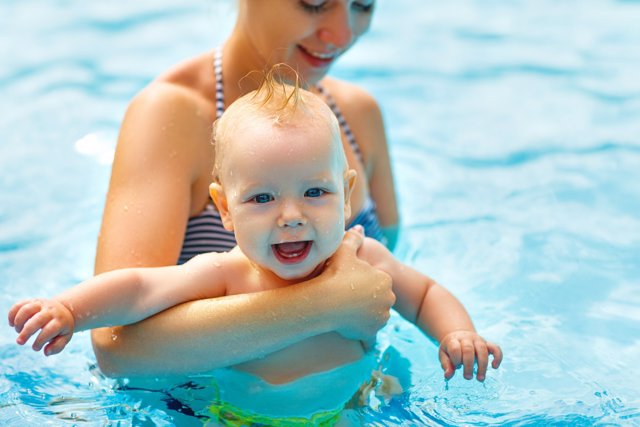 Bebés en el agua