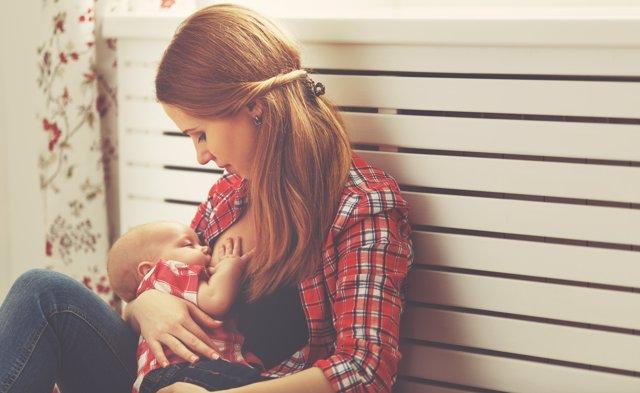 Crece el número de madres que apuestan por la lactancia.
