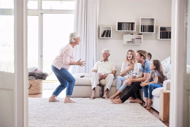 La convivencia intergeneracional tiene múltiples beneficios,