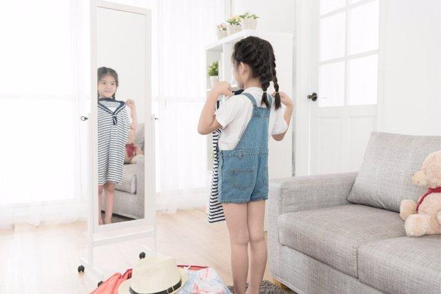 Hacia los dos años de edad los niños empiezan a preocuparse por su aspecto.