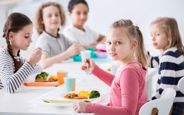 Comer en el colegio, ¿qué podemos exigir los padres al comedor escolar?