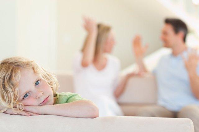 Las discusiones de pareja repercuten negativamente en los hijos.