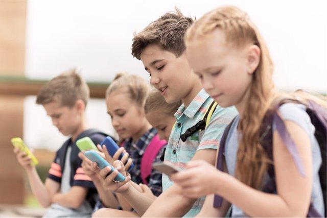 ¿Hay Que Prohibir Los Smartphones En Clase?