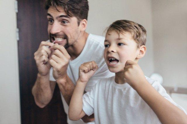 Involucrarse en el cuiddo de los dientes de los hijos es una gran idea.