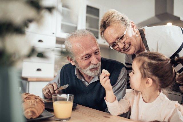 Los abuelos tiene mucho que decir en la alimentación de sus nietos.