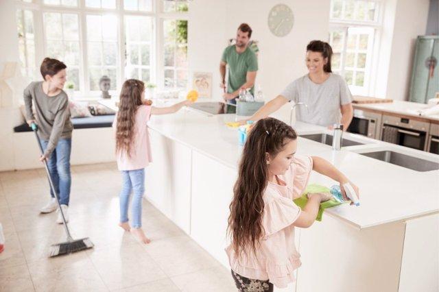 Las tareas del hogar ayudan a desarrollar el sentido de la responsabilidad
