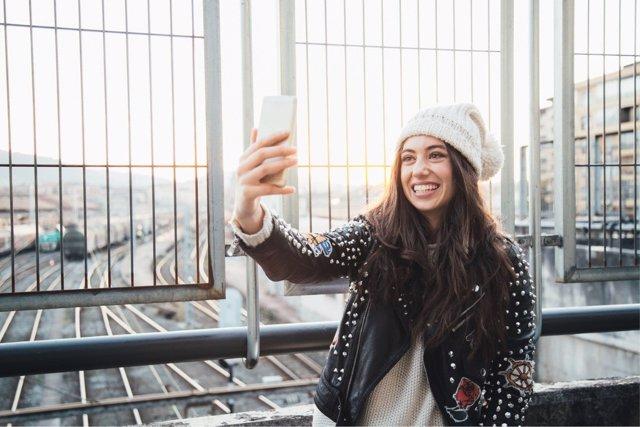 Las redes sociales sirven para que los jóvenes se sientan integrados.