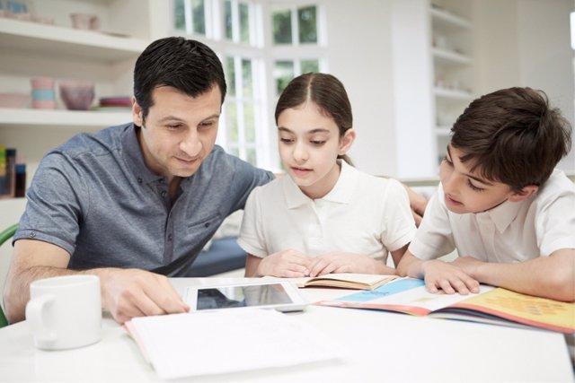 La atención y la autonomía de los niños se puede desarrollar al mismo tiempo.
