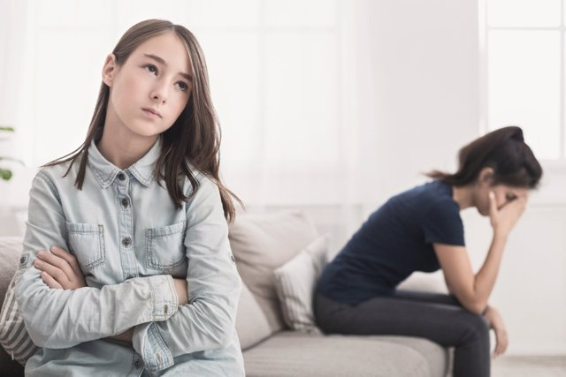 Maltrato de hijos a padres: más de 4.300 padres denuncian al año