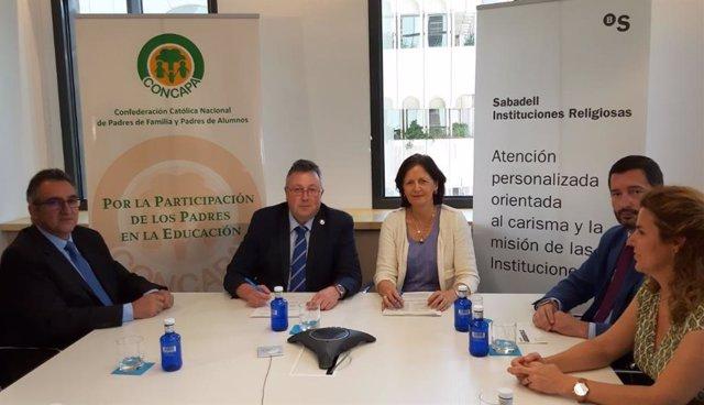 Concapa y Sabadell firman un acuerdo para que las AMPAS no paguen comisiones