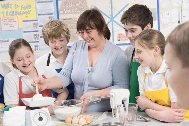 Escuelas de cocina para niños: enseña educación nutricional a tus hijos en verano