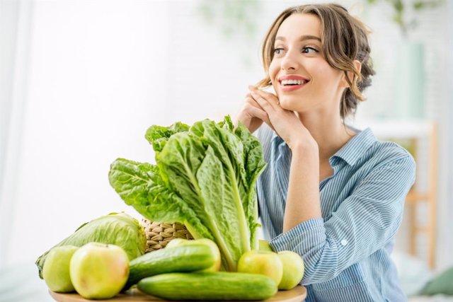 Estos son los alimentos que más te conviene tomar para cuidar tu piel según la tengas seca, grasa o normal