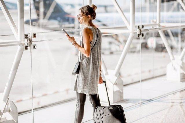 Guía para no estresarte haciendo el equipaje. Descubre qué SI y qué NO puedes llevar en la maleta si viajas en avión