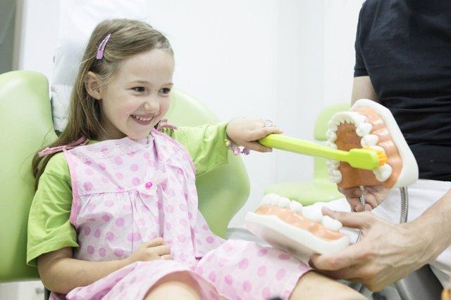 Razones para llevar a tus hijos al dentista al principio del curso