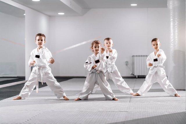 Cuidado con apuntar a demasiadas clases extraescolares a los niños