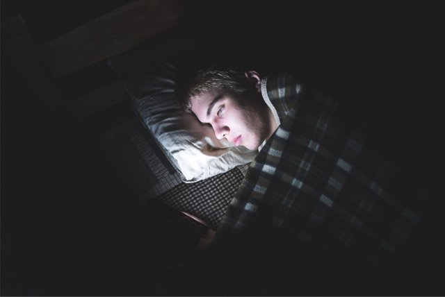 Las nuevas tecnologías están alterando los hábitos de sueño de los adolescentes.